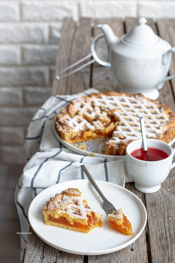 crostata classica con confettura di albicocche