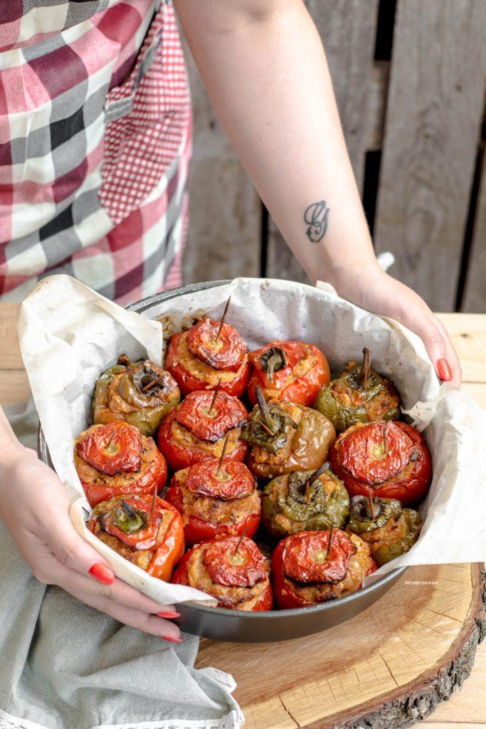 pomodori e peperoni ripieni al forno