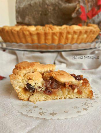 crostata strudel con mele, uvetta, pinoli e confettura di albicocche