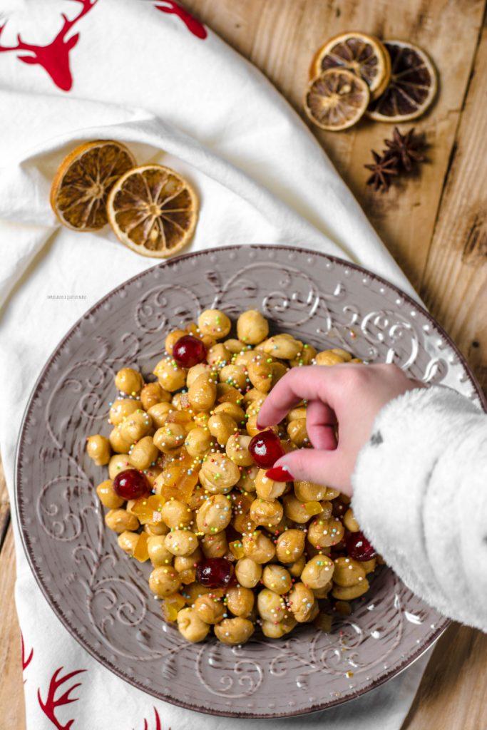 struffoli col miele napoletani, ricetta di natale