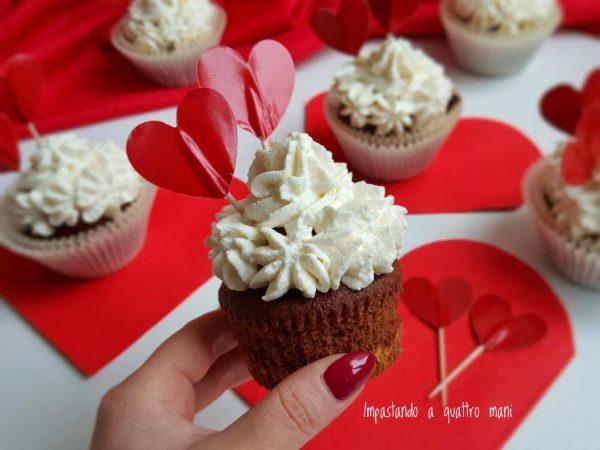 capcake red velvet con frosting al mascarpone e base di biscotto