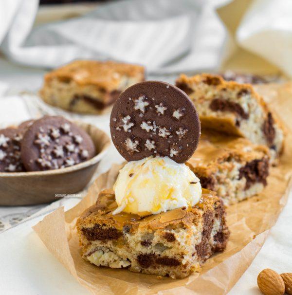 blondies al cioccolato bianco e pan di stelle con frutta secca