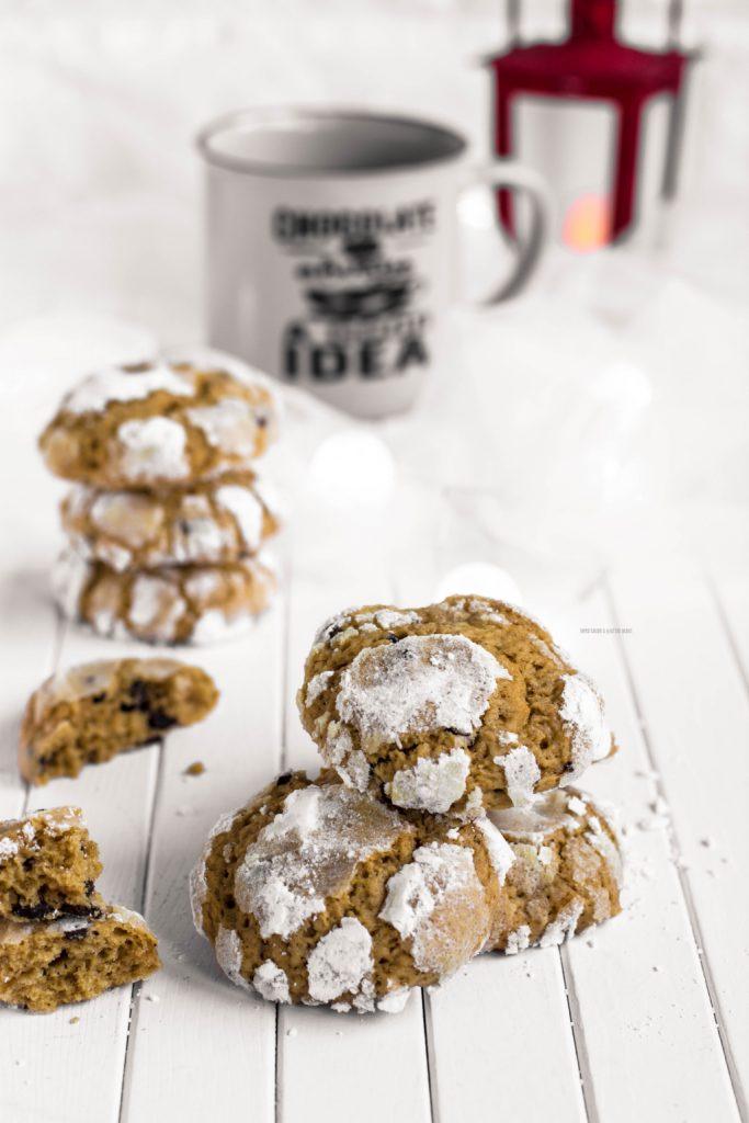 crinkle cookies al caffè e gocce di cioccolato