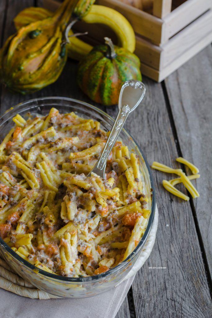 caserecce gratinate con zucca, salsiccia, carne macinata e besciamella