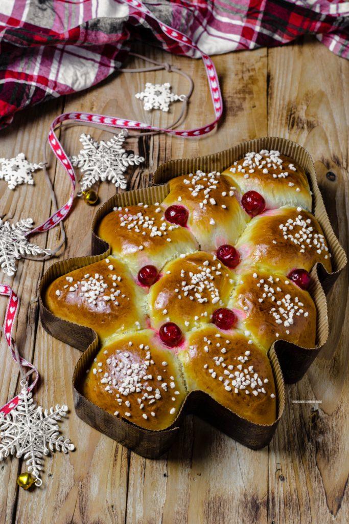 danubio albero di natale farcito con nutella, lievitato natalizio