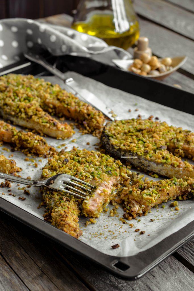 salmone in crosta di pistacchi e nocciole