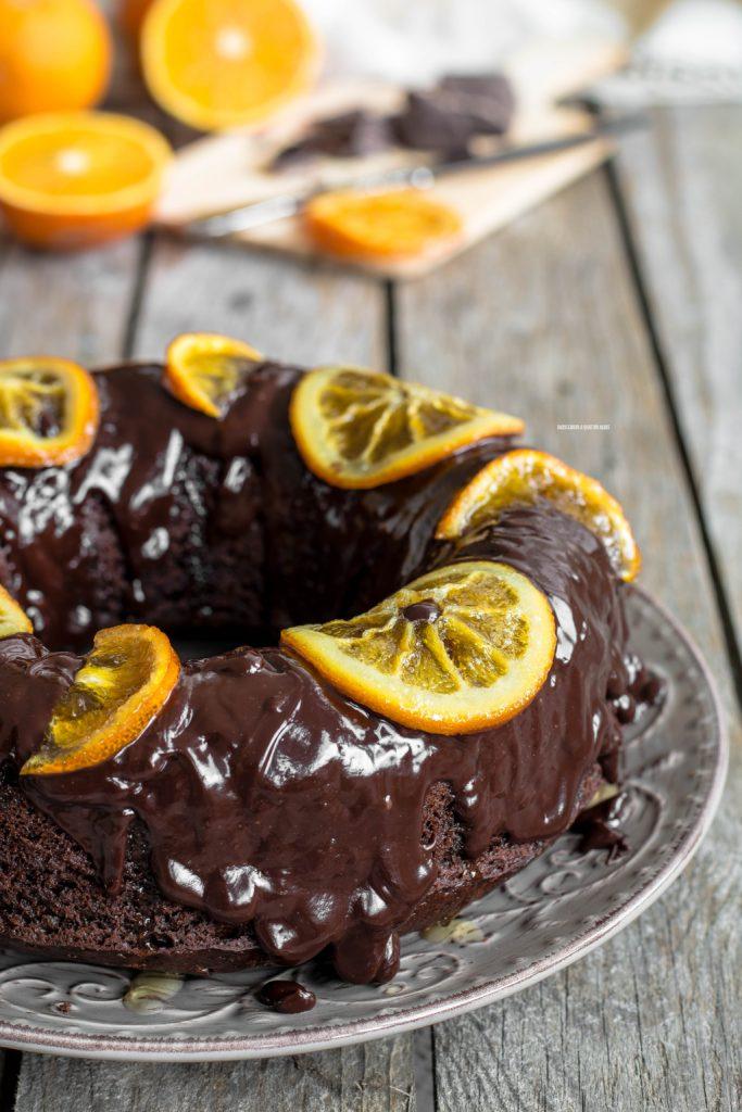 torta pan d'arancio al cacao con glassa al cioccolato e arance caramellate