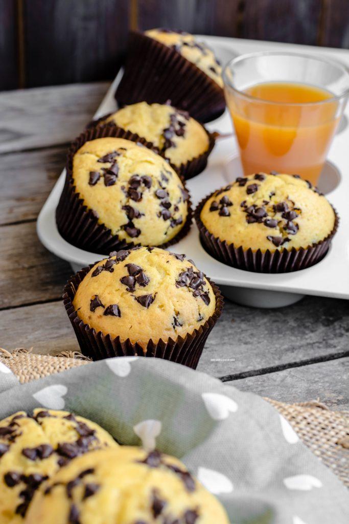 muffin al succo di frutta con gocce di cioccolato fondente