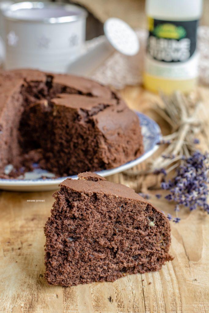 torta agli albumi con cacao e panna