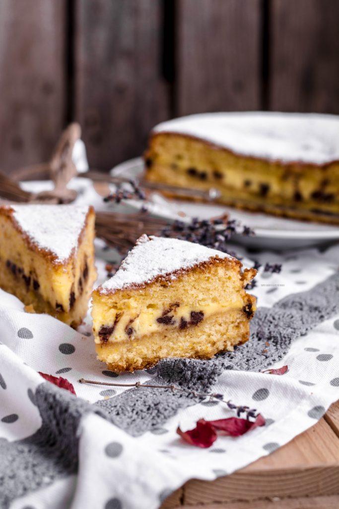 torta versata con mascarpone e gocce di cioccolato