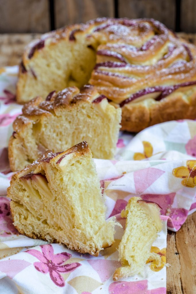 pan brioche soffice rosa di mele