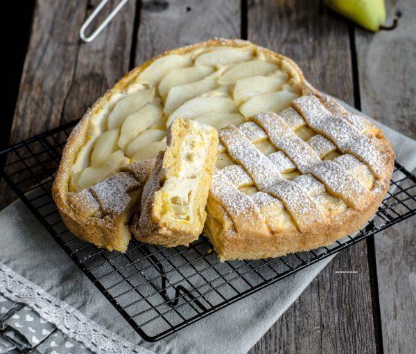 crostata allo zafferano con ricotta e pere