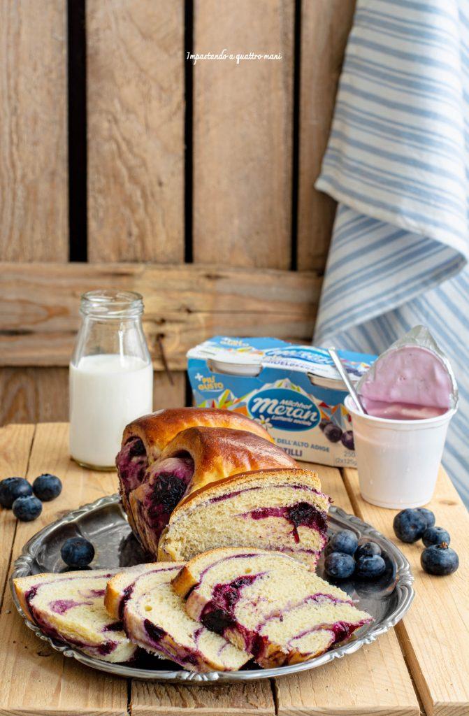 pan brioche allo yogurt e composta di mirtilli