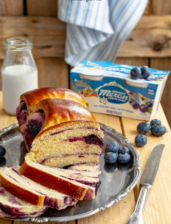 pan brioche allo yogurt e composta di mirtilli