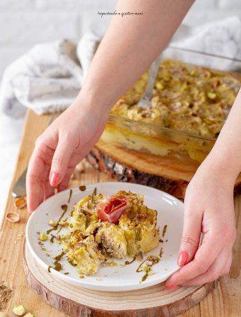 Rotolini di crepes, crudo, formaggio e pistacchi