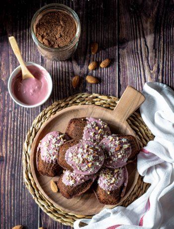 madeleine al cacao glassate al cioccolato ruby