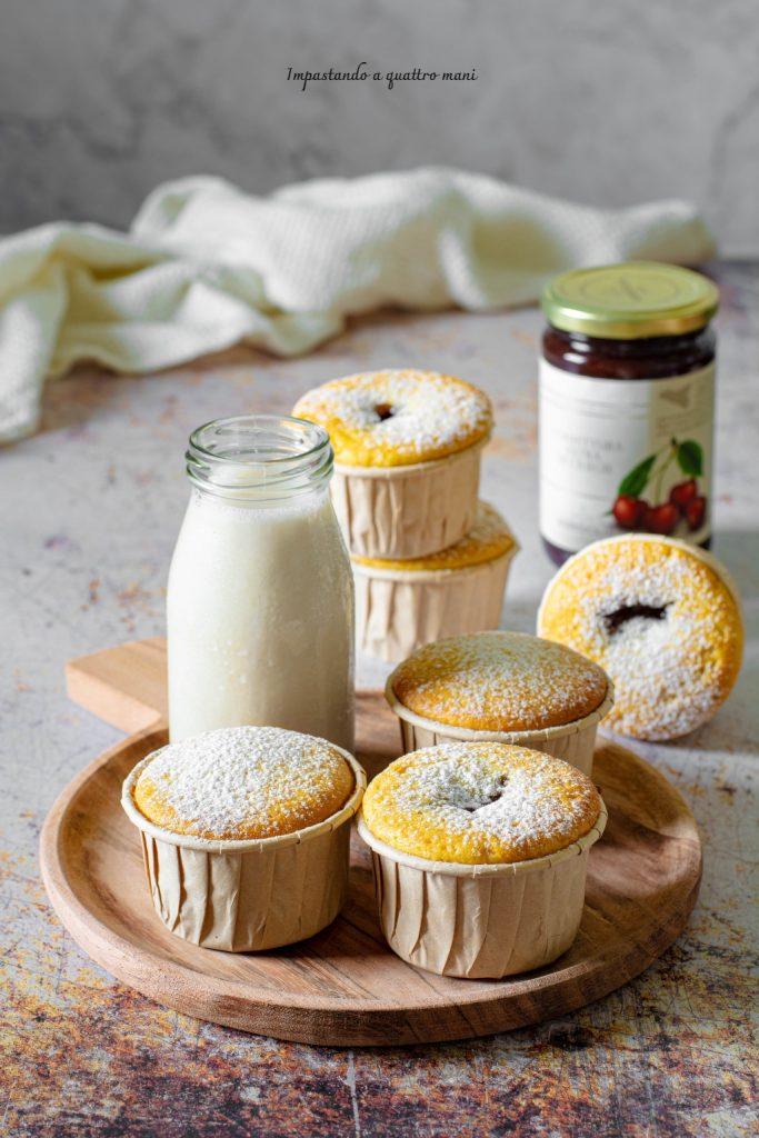 muffin soffici con ripieno di confettura